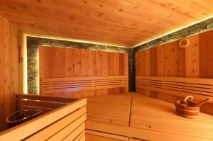 sauna-interier-kamen