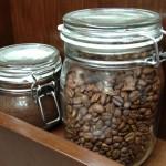 Jakou pijete kávu? Balíčky kávy 2 v 1 a 3 v 1 – cukr, bělidlo a éčka, dTest