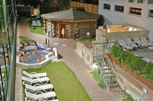 doma sauna venku wellness zahrada (2)