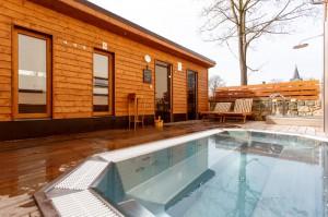 doma sauna venku wellness zahrada (4)